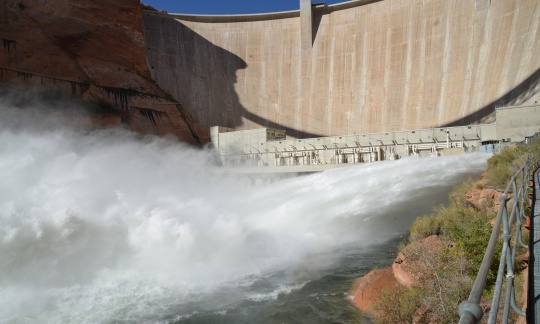 glen_canyon_dam_2016_borec_photo